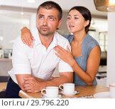 Купить «Girl apologizing to offended boyfriend», фото № 29796220, снято 17 июля 2018 г. (c) Яков Филимонов / Фотобанк Лори