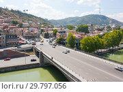 Купить «Embankment of the Mtkvari river and historic Sololaki district in Tbilisi. Summer day», фото № 29797056, снято 7 августа 2013 г. (c) Олег Хархан / Фотобанк Лори