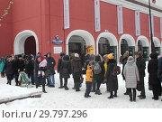 Купить «Москва, очередь в Третьяковку на Куинджи», эксклюзивное фото № 29797296, снято 27 января 2019 г. (c) Дмитрий Неумоин / Фотобанк Лори