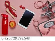 Купить «Fitness equipment and scales.», фото № 29798548, снято 8 марта 2018 г. (c) Мельников Дмитрий / Фотобанк Лори