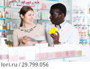 Купить «Pharmacist discussing medicines with customer», фото № 29799056, снято 2 марта 2018 г. (c) Яков Филимонов / Фотобанк Лори