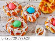 Купить «Italian Easter Bread Rings with dyed eggs», фото № 29799628, снято 20 января 2019 г. (c) Oksana Zh / Фотобанк Лори