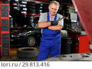Купить «Skilled mechanic technician thinking about upcoming repair», фото № 29813416, снято 4 сентября 2018 г. (c) Яков Филимонов / Фотобанк Лори