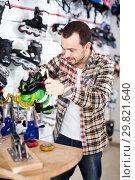 Купить «Master fixing roller-skates», фото № 29821640, снято 21 декабря 2016 г. (c) Яков Филимонов / Фотобанк Лори