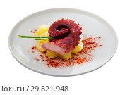 Купить «Boiled octopus with mashed potatoes», фото № 29821948, снято 19 марта 2019 г. (c) Яков Филимонов / Фотобанк Лори