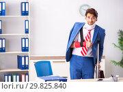 Купить «Injured employee working in the office», фото № 29825840, снято 20 сентября 2018 г. (c) Elnur / Фотобанк Лори
