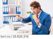 Купить «Office prank with kick me message on sticky note», фото № 29826316, снято 20 августа 2018 г. (c) Elnur / Фотобанк Лори