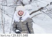 Winter forest. A little girl looking upset golding a snowball. Стоковое фото, фотограф Константин Шишкин / Фотобанк Лори