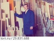 Купить «portrait of man in uniform choosing tight wooden bar in picture», фото № 29831688, снято 19 марта 2019 г. (c) Яков Филимонов / Фотобанк Лори