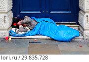 Купить «Homeless person sleeping outside Leicester Square underground station in central London Featuring: Atmosphere Where: London, United Kingdom When: 28 Jan 2018 Credit: WENN.com», фото № 29835728, снято 28 января 2018 г. (c) age Fotostock / Фотобанк Лори