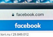 Купить «Фрагмент страницы Facebook на экране мобильного телефона фона крупным планом», фото № 29849012, снято 1 февраля 2019 г. (c) Екатерина Овсянникова / Фотобанк Лори