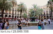 Купить «Evening view of Placa Reial with restaurants in summer. Barcelona, Spain», видеоролик № 29849108, снято 21 августа 2018 г. (c) Яков Филимонов / Фотобанк Лори