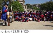 Купить «Portrait of people in uniforms of historical units of Catalan armies celebrating National Day of Catalonia in Parc de la Ciutadella», видеоролик № 29849120, снято 28 сентября 2018 г. (c) Яков Филимонов / Фотобанк Лори