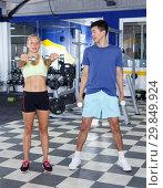 Купить «Couple during weightlifting workout», фото № 29849924, снято 16 июля 2018 г. (c) Яков Филимонов / Фотобанк Лори
