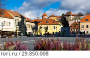 Купить «Eger central square with fortress», фото № 29850008, снято 30 октября 2017 г. (c) Яков Филимонов / Фотобанк Лори