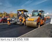 Купить «Moscow, Russia -October 9. 2018. Asphalt pavement repair using asphalt paver», фото № 29850108, снято 9 октября 2018 г. (c) Володина Ольга / Фотобанк Лори