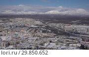 Купить «Петропавловск-Камчатский и вулканы. Time lapse», видеоролик № 29850652, снято 3 февраля 2019 г. (c) А. А. Пирагис / Фотобанк Лори