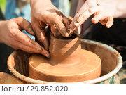 Купить «Master class on modeling of clay on a potter's wheel», фото № 29852020, снято 22 июля 2016 г. (c) Чирков Сергей Викторович / Фотобанк Лори