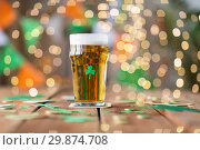 Купить «glass of beer with shamrock and coins on table», фото № 29874708, снято 31 января 2018 г. (c) Syda Productions / Фотобанк Лори