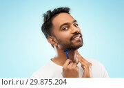 Купить «indian man shaving beard with razor blade», фото № 29875204, снято 27 октября 2018 г. (c) Syda Productions / Фотобанк Лори