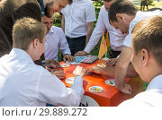 "Купить «Young people in the park play the Dobble board game. 06/23/2018: The picture was taken in Russia, in the city of Orenburg. During the public event dedicated to the Alumni Day ""Spring Ball""», фото № 29889272, снято 23 июня 2018 г. (c) Вадим Орлов / Фотобанк Лори"