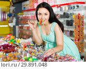 sexy satisfied female posing in the store with lolly. Стоковое фото, фотограф Яков Филимонов / Фотобанк Лори