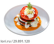 Купить «Grilled eggplant and tomatoes stack with spicy sauce», фото № 29891120, снято 20 февраля 2019 г. (c) Яков Филимонов / Фотобанк Лори