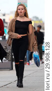 Купить «Ava Phillippe shopping in West Hollywood with a friend Featuring: Ava Phillippe Where: West Hollywood, California, United States When: 10 Jan 2018 Credit: WENN.com», фото № 29908128, снято 10 января 2018 г. (c) age Fotostock / Фотобанк Лори