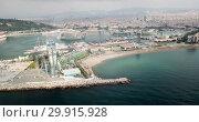 Купить «Aerial view of cityscape with hotel W Barcelona on Barceloneta Beach in summer», видеоролик № 29915928, снято 29 июля 2018 г. (c) Яков Филимонов / Фотобанк Лори