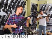 Купить «Adult man is choosing air-powered gun», фото № 29918064, снято 4 июля 2017 г. (c) Яков Филимонов / Фотобанк Лори