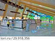 Купить «Курорт Миргород. Люди пьют минеральную воду в просторном бювете в солнечный день. Стекляный декоративный витраж. Полтавская область. Украина», фото № 29918356, снято 25 сентября 2018 г. (c) FMRU / Фотобанк Лори