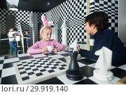 Купить «kids with interest play in chess quest room», фото № 29919140, снято 21 октября 2017 г. (c) Яков Филимонов / Фотобанк Лори