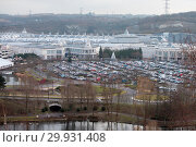 Packed car parks at Bluewater shopping centre (2017 год). Редакционное фото, фотограф WENN.com / age Fotostock / Фотобанк Лори