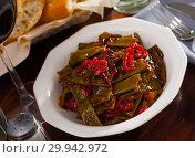 Купить «Stewed green beans with pepper», фото № 29942972, снято 23 февраля 2019 г. (c) Яков Филимонов / Фотобанк Лори