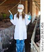 Купить «Young happy female veterinarian with syringe», фото № 29961456, снято 23 марта 2019 г. (c) Яков Филимонов / Фотобанк Лори