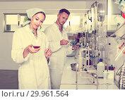 Купить «experts making tests in winery laboratory», фото № 29961564, снято 12 декабря 2019 г. (c) Яков Филимонов / Фотобанк Лори