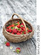 Купить «Корзина с клубникой на деревянном столе. Полезные садовые ягоды», фото № 29970260, снято 31 июля 2017 г. (c) Наталья Осипова / Фотобанк Лори