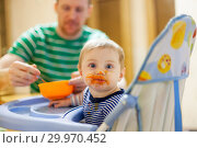 Купить «father feeding small child with vegetable», фото № 29970452, снято 24 июля 2019 г. (c) Дарья Филимонова / Фотобанк Лори