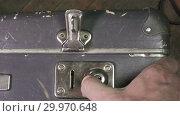 Купить «Close up on vintage brown suitcases lock», видеоролик № 29970648, снято 11 февраля 2009 г. (c) Куликов Константин / Фотобанк Лори