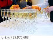 Купить «Бокалы с шампанским на праздничном столе», фото № 29970688, снято 26 декабря 2018 г. (c) Татьяна Белова / Фотобанк Лори