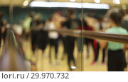 Купить «Open dance lesson. A group of people dancing. Movement of the feet of dancers», видеоролик № 29970732, снято 16 февраля 2019 г. (c) Константин Шишкин / Фотобанк Лори