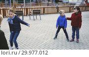 Купить «Kids skipping on chinese jumping elastic rope in yard», видеоролик № 29977012, снято 18 декабря 2018 г. (c) Яков Филимонов / Фотобанк Лори