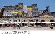 Купить «Cais da Ribeira promenade along the riverfront area of Ribeira in Porto, Portugal.», видеоролик № 29977912, снято 16 мая 2018 г. (c) Serg Zastavkin / Фотобанк Лори