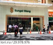Sungei Wang mall in Kuala Lumpur, Malaysia (2018 год). Редакционное фото, фотограф Александр Подшивалов / Фотобанк Лори