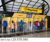 Self service at Maybank, Malaysia (2018 год). Редакционное фото, фотограф Александр Подшивалов / Фотобанк Лори