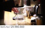 Купить «Barista making coffee americano in alternative method», видеоролик № 29980660, снято 18 февраля 2019 г. (c) Константин Шишкин / Фотобанк Лори