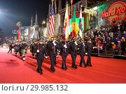 Купить «86th Annual Hollywood Christmas Parade in Los Angeles, California. Featuring: Los Angeles Police Emerald Society Pipes and Drums Where: Los Angeles, California...», фото № 29985132, снято 26 ноября 2017 г. (c) age Fotostock / Фотобанк Лори