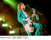 Купить «The Darkness performing live on stage at the O2 Guildhall Southampton in Southampton, Hampshire. Featuring: The Darkness, Justin Hawkins Where: Southampton...», фото № 29989732, снято 23 ноября 2017 г. (c) age Fotostock / Фотобанк Лори