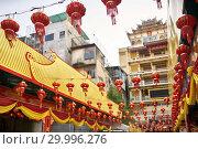 Купить «Asian city street decorated with traditional red chinese lanterns», фото № 29996276, снято 3 февраля 2019 г. (c) Andriy Bezuglov / Фотобанк Лори