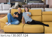 Купить «Husband and wife showing thumbs up», фото № 30007124, снято 29 октября 2018 г. (c) Яков Филимонов / Фотобанк Лори